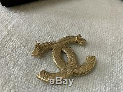 100% Authentic CHANEL LARGE CLASSIC CC LOGO CRYSTAL PEARL BROOCH PIN