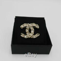 2019 Spring Collection! Chanel Large Chain Rhinestone CC Logo Brooch in Gold