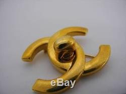 AUTH CHANEL 97P VINTAGEGOLDTONE CC BROOCH withBOX