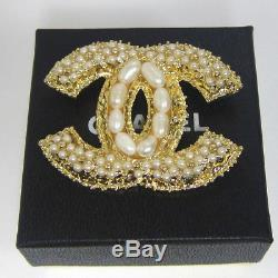 AUTH. Vintage CHANEL Pearl CC LOGO Gold Tone PIN BROOCH