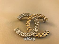 AUTHENTIC CHANEL CC Logo PIN BROOCH Gold Crystal Quilted Large 2017 Sold-out New