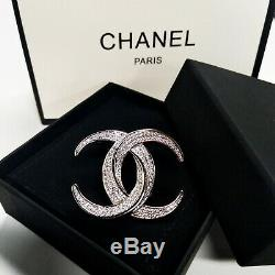 AUTHENTIC Classic Chanel Brooch CC Logo Full Diamond 18k-White-Gold Pin New