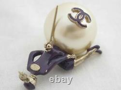 Auth CHANEL 04P Mademoiselle Pin Brooch Faux Pearl Goldtone USED e47615f