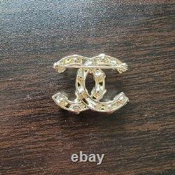 Authentic Chanel CC Pearl&Crystal Brooch
