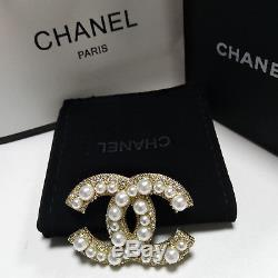 Authentic Chanel Cc Logo 18K Gold Pearls Brooch/Pin with pearls and crystals