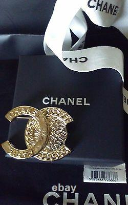 Authentic Nwt Chanel 16b Pin Brooch Gold CC Logo Vintage Style Very Rare