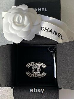 CHANEL 2018A SILVER CC LOGO WHITE CRYSTALS and PEARLS BROOCH SMALL PIN