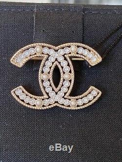 CHANEL 2019 S GOLD CC LOGO WHITE CRYSTALS and PEARLS BROOCH SMALL PIN