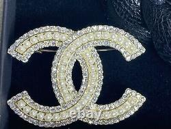 CHANEL Authentic Large Crystal and Pearl CC Logo Brooch Pin Gold Tone with Box