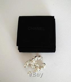 CHANEL Brooch Pin Gold Tone/Faux Pearl