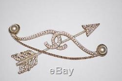 CHANEL CC Bow and Arrow White Pearl Brooch/ Pin Gold 2018 Runway AUTHENTIC