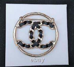 CHANEL CC Leather Chain Brooch Black/Gold