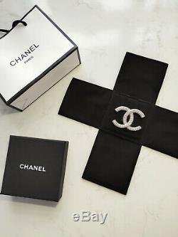 CHANEL-CC Logo-Multi-Crystals-Brooch-PIN Classic-Style