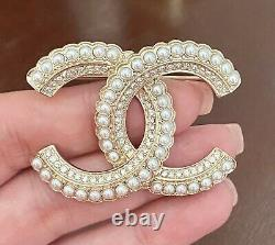 CHANEL Large CC Crystal Pearl Brooch Gold / M300-2191