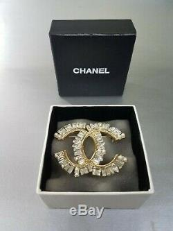CHANEL Pearl Crystal CC Large Brooch Gold / F087