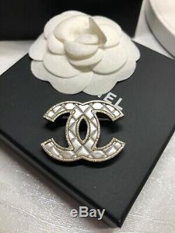 CHANEL SMALL CC Quilted Brooch Gold With Pearl Ivory