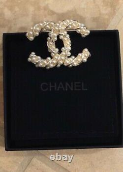 CHANEL Twisted Faux Pearl Large CC Brooch Gold