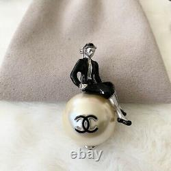 Chanel 2002 Coco Mademoiselle Sitting on Large CC Black Resin Pearl Brooch Pin