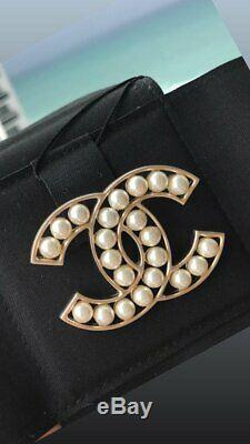Chanel 2019 Classic Brooch Gold CC Logo White Pearls Pearl Pin