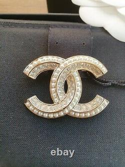 Chanel 20A CC Brooch in Light Gold with Pearls