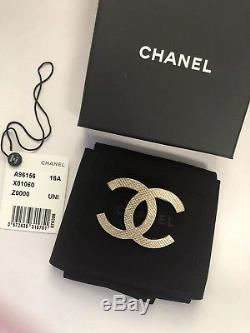 Chanel Brooch Pin CC Logo Gold Large -Authentic excellent condition