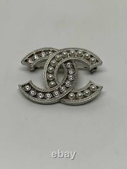 Chanel CC 2018a Crystal And Pearl Small Silver Brooch