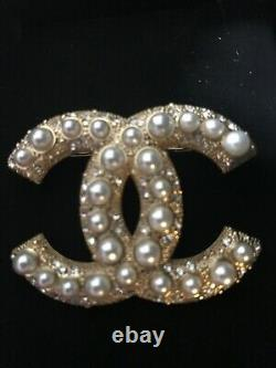 Chanel CC Authentic brooch pin white pearls Made in France