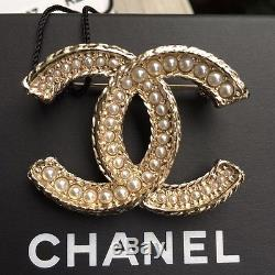 Chanel CC Pearl and Gold Brooch New, with box and bag