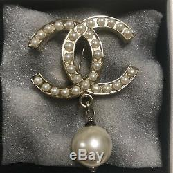 Chanel Pearl Brooch In Gold