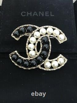 Chanel Pearl CC Brooch independent authentication Large Size
