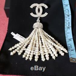 Chanel Statement Pearl brooch Pin