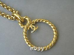 Chanel Vintage Necklace Giltet With Knot Pendant