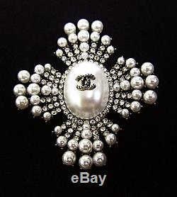 Chanel Vintage Pearl Crystal Gold Tone Pin Brooch