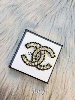 Chanel brooch New April grass leather brooch