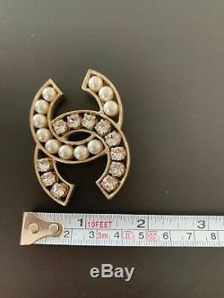 Chanel brooch pearls and crystals large CC