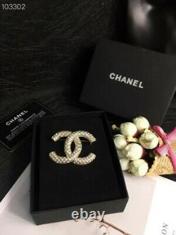 Chanel grid wind small diamond gold brooch new Christmas gift