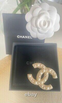 Classic Chanel 2017 Large CC Logo Crystal Pearl Brooch Pin