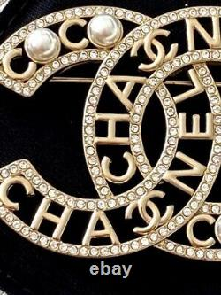 Classic Chanel Very Sparkly 2020 Large CC Logo Crystal Pearl Brooch Pin