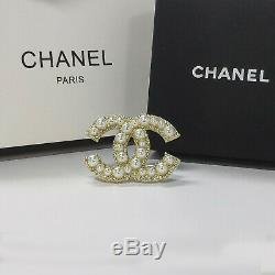 Classic Large CC Logo Gold Anniversary Pearl Brooch Pearl Pin New