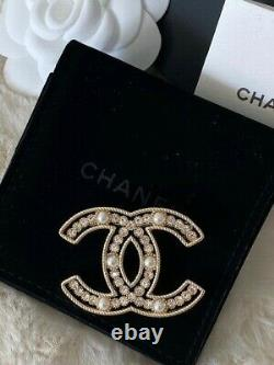 Gorgeous Classic Chanel Gold CC Logo Crystal Pearl Brooch Pin