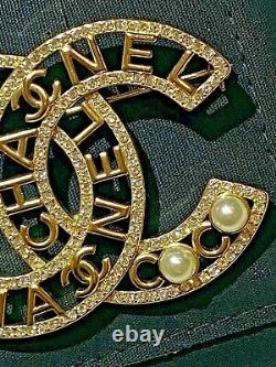 Gorgeous Classic Chanel Gold CC Logo Crystal Pearl Extra Large Brooch Pin