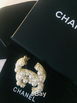 Large Cc Pearls and Crystals Gold Pin Chanel White Pearl Brooch Anniversary