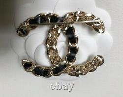 NWT 2020 CHANEL CC Logo Signature Gold Chain and Black Leather XL Brooch RARE