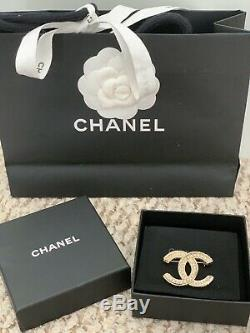 New 2016 Authentic CHANEL Classic CC Gold Pearl Brooch