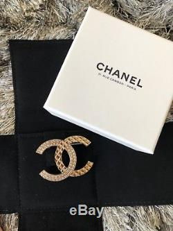 New Authentic CHANEL Classic Gold Tone Crystal CC Pin Brooch