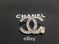 New CC Logo Classic 18k White Gold Crystal Pearls Pin Brooch Anniversary