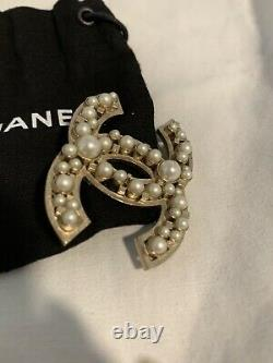 Only 1 New CHANEL Large CC Logo RARE Faux Pearl Gold Pin Brooch Sold Out