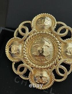 Preown Chanel 2018 CC Brooch, Authentic