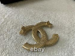 Rare CHANEL LARGE CLASSIC CC LOGO PEARL BROOCH PIN