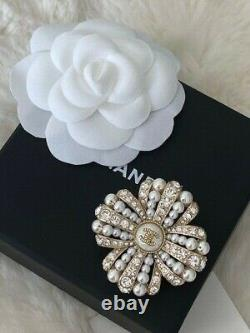 Timeless Classic Chanel 2020 Large CC Logo Crystal Pearl Brooch Pin